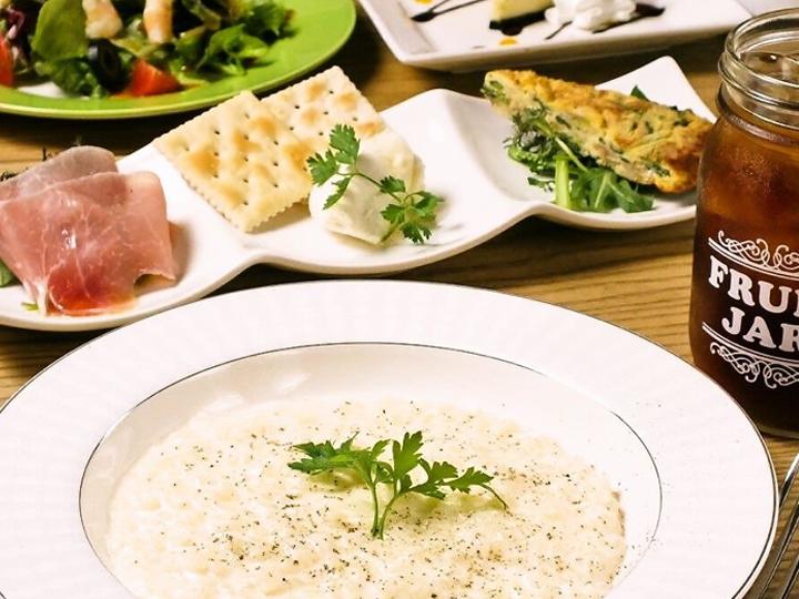 パルミジャーノ チーズリゾット(バゲット食べ放題、サラダバー5種類、フライドポテト、本日のスープ)