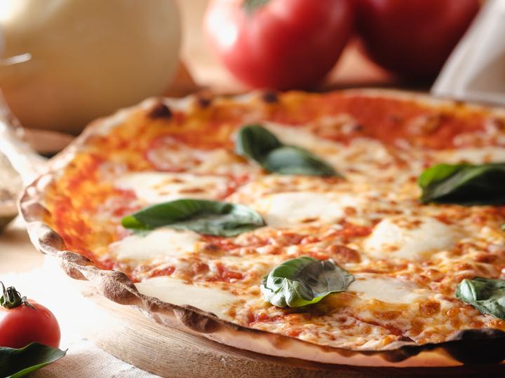 マルゲリータ(バゲット食べ放題、サラダバー5種類、フライドポテト、本日のスープ)