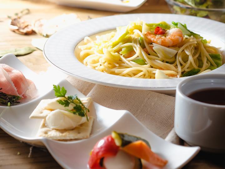 季節の週替わりパスタ(バゲット食べ放題、サラダバー5種類、フライドポテト、本日のスープ)