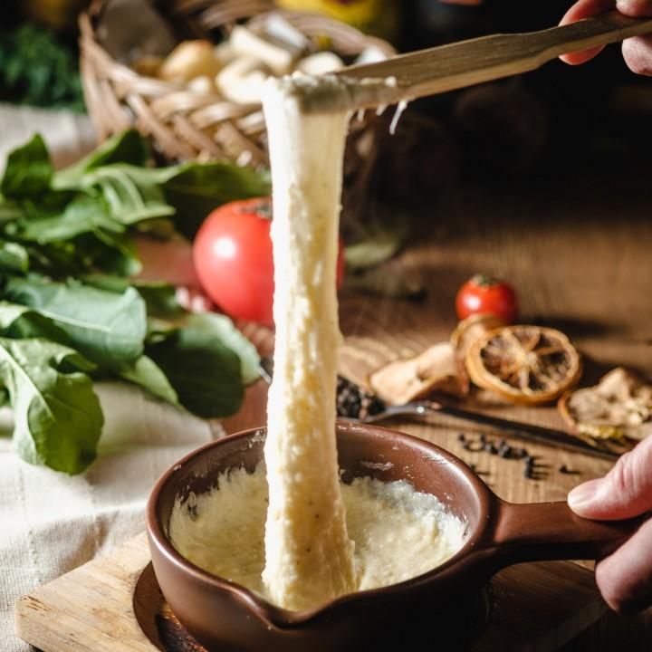 ラクレットチーズのアリゴシェアコース<br>(サラダ・スープ・フランスサヴォワ産プレミアムラクレット・スイス産チーズフォンデュ・ローマピザ マルゲリータ・シェフのおすすめパスタ・ニューヨークチーズケーキ)